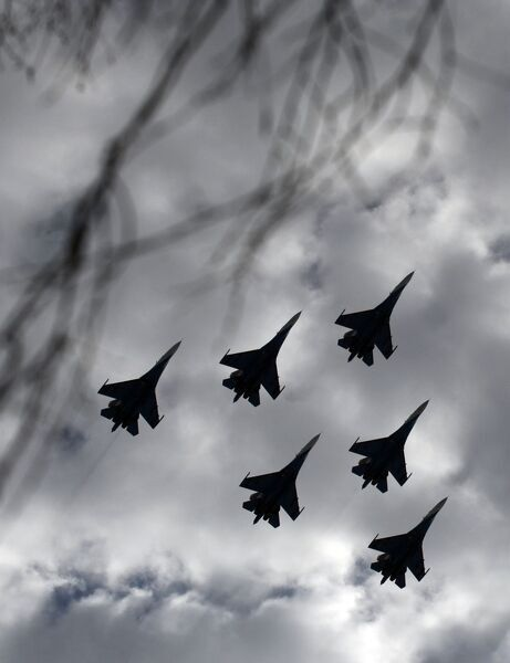 "The ""Russian Knights"" aerobatics team performs on April 5, 2011 with its Su-27 fighter jets to celebrate the 20th anniversary of the funding of the group in Kubinka outside Moscow. AFP PHOTO/ANDREY SMIRNOV / AFP PHOTO / ANDREY SMIRNOV"