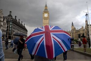 BRITAIN-EU-LONDON-BREXIT-UMBRELLA