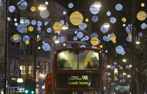 BRITAIN-LONDON-LIGHTS-BUS