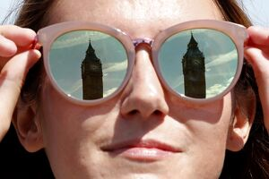 BRITAIN-WEATHER-BIG BEN- GLASSES