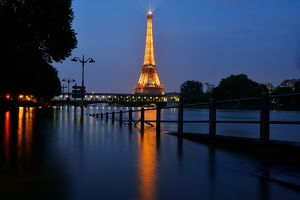FRANCE--WEATHER-PARIS-EIFFEL TOWER