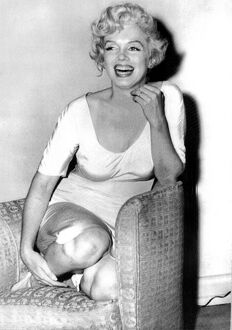 <b>Marilyn Monroe</b><br>Selection of 12 items