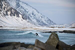 NORWAY-EXTREM-SURFING-ARCTIC
