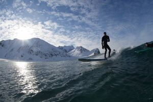 NORWAY-EXTREM-SURFING-ARCTIC-EXTREME