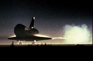 US-SPACE SHUTTLE LANDS