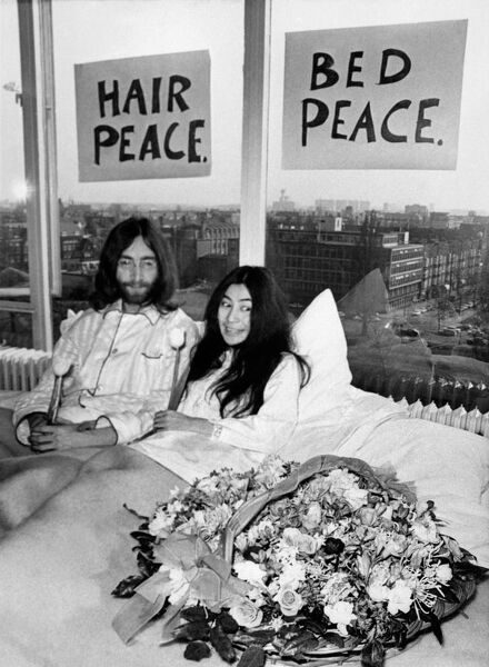 Art print poster //Canvas John Lennon and Yoko Ono in Bed