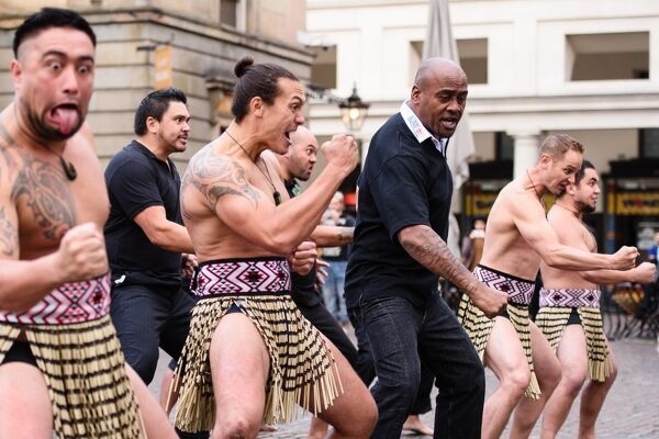 Former New Zealand rugby union player Jonah Lomu and members of the Ngati Ranana London Maori Club take part in a haka during a photocall in central London on September 16, 2015. AFP PHOTO / LEON NEAL / AFP PHOTO / LEON NEAL