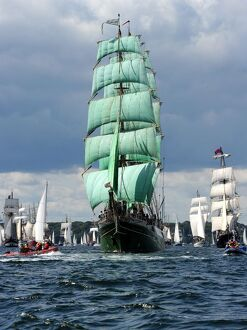 transport/sailing ships maritime boats tall ships/alexander von humboldt c tall ship sails off