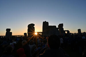 offbeat quirky images/offbeat 2019/britain solstice archaeology stonehenge sun