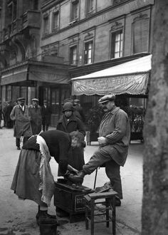 vintage archive/france feature shoeshiner