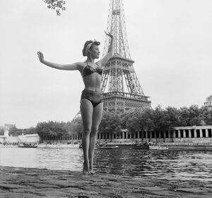 vintage archive/beauty everyday paris life summer paris/france paris eiffel tower swimming