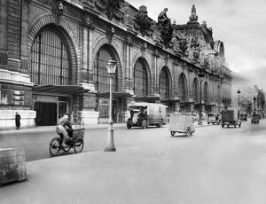 vintage archive/france train railroad station feature orsay