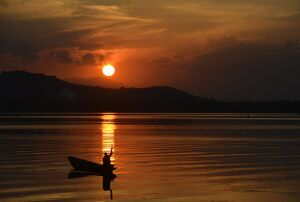 INDIA-KASHMIR-WEATHER-SUNSET-FEATURE