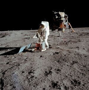 SPACE-MOON-LEM-APOLLO XI-ALDRIN-FIRST STEP