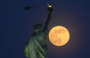 amazing moon/us full moon statue