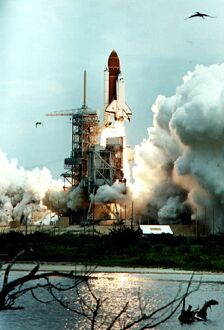 US-SHUTTLE LIFT-OFF