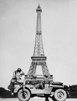 vintage archive/ww2 liberation paris